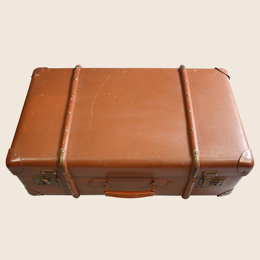 classic vintage suitcase vintage matters. Black Bedroom Furniture Sets. Home Design Ideas