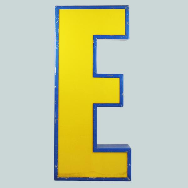 vintage_letter_E_blockbuster_light_