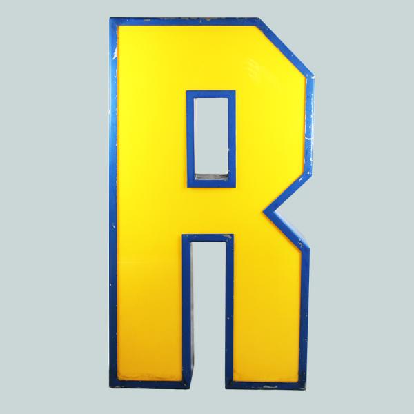 vintage_letter_R_blockbuster_light_