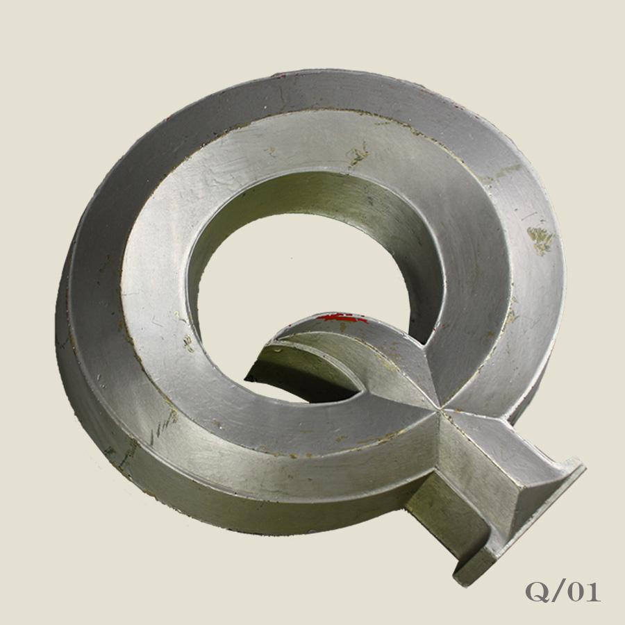 vintage resin letter q silver