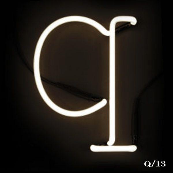 neon Q letter light seletti